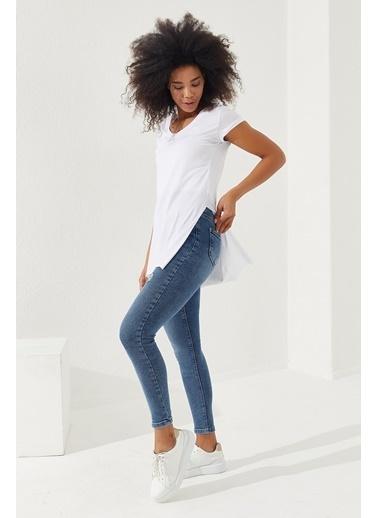 Reyon REYON Kadın Yırtmaçlı V Yaka T-Shirt Beyaz Beyaz